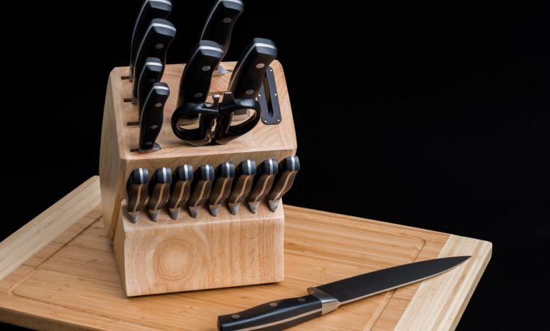 A block of Calphalon self sharpening knoves